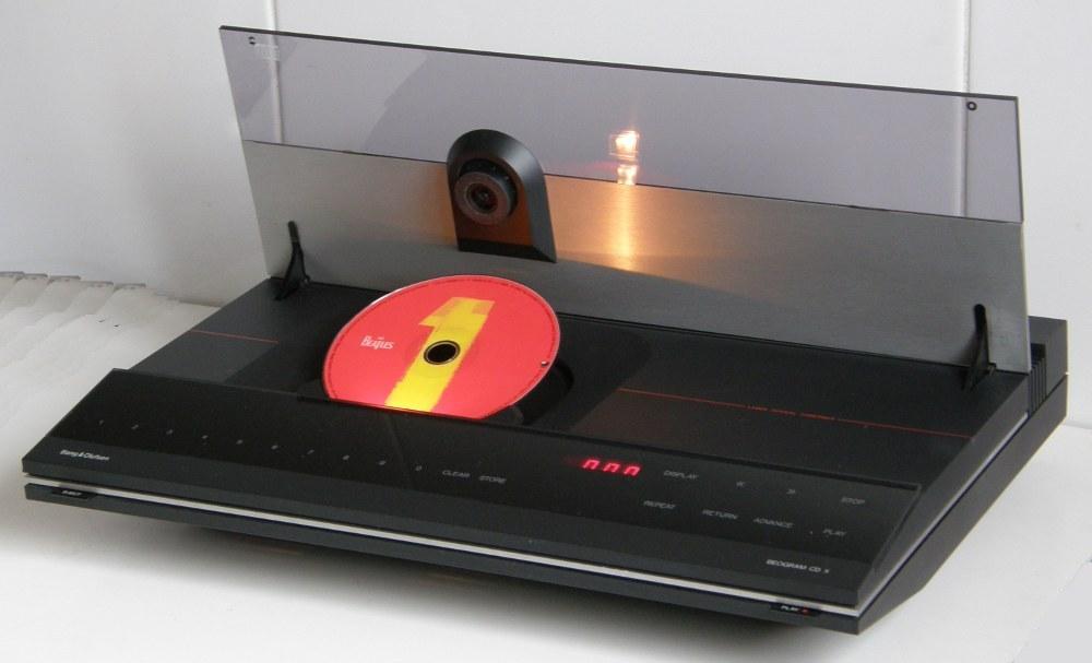 drive cd ouverture sur le dessus pas de tiroir. Black Bedroom Furniture Sets. Home Design Ideas